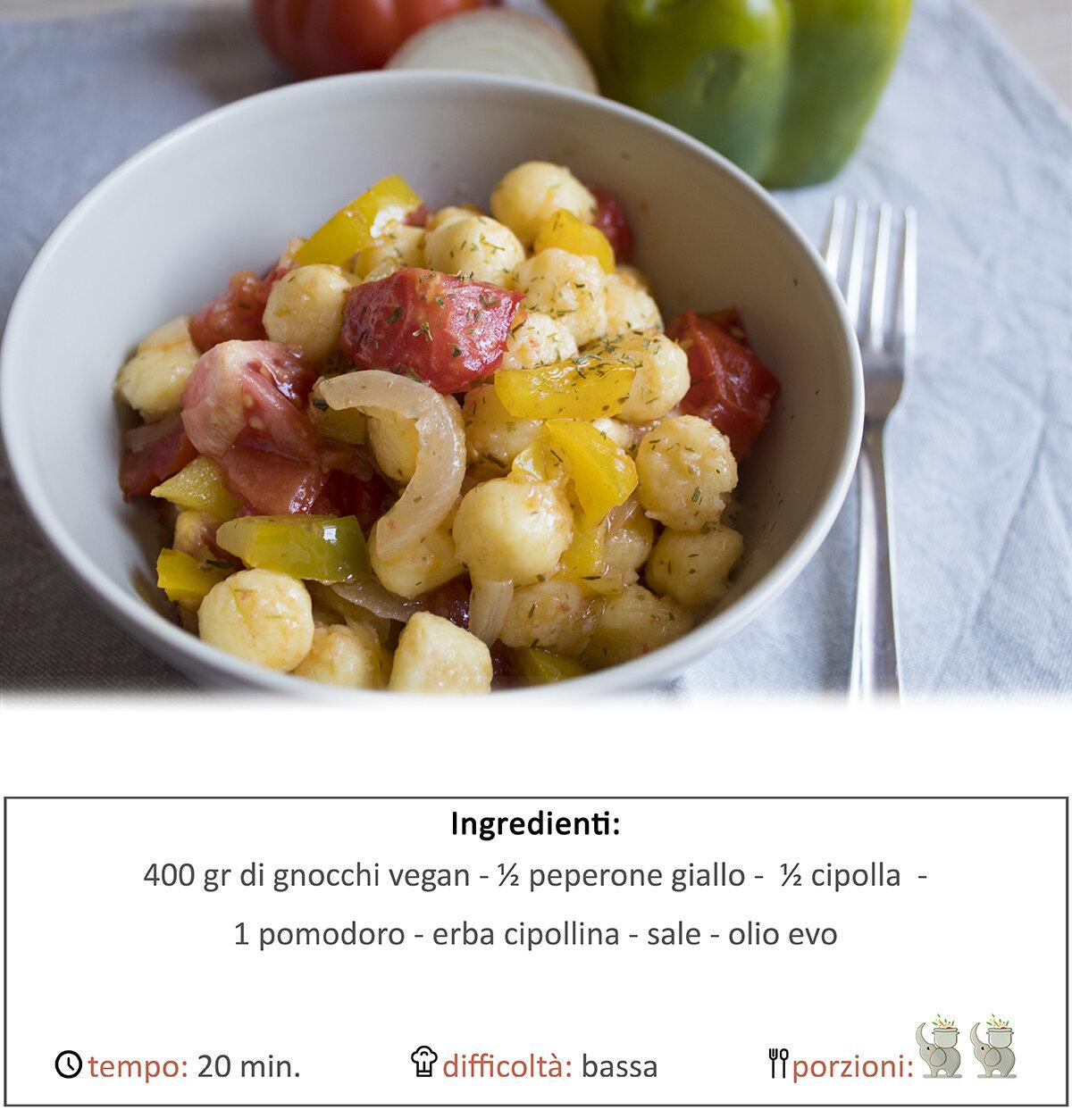 Gnocchi con sugo di peperoni, cipolla e pomodori